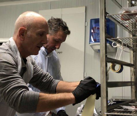 Préparation de la poutargue de mulet - Comptoir de la Poutargue - Corse - Nouvelle Vague l'épicerie de la pêche à Bordeaux